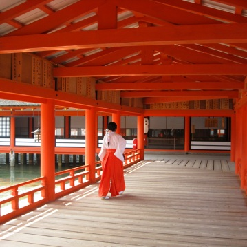 05-Itsukushima_Shrine